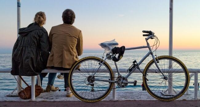 Personen en fiets